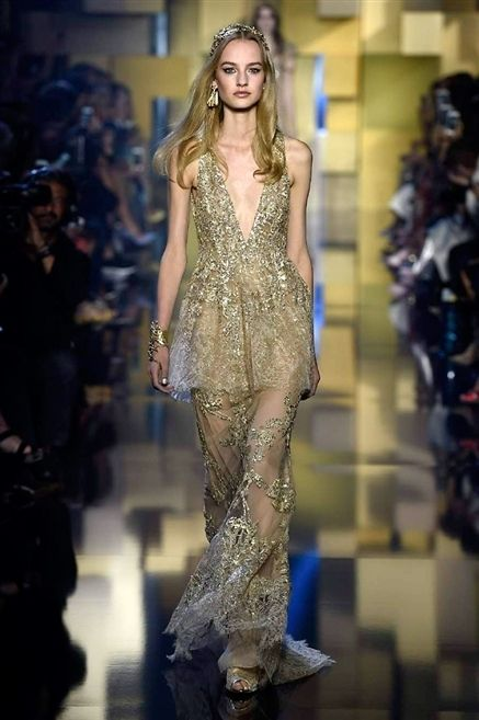 Fashion show, Style, Fashion model, Runway, Waist, Fashion, Model, Long hair, Hair accessory, Haute couture,