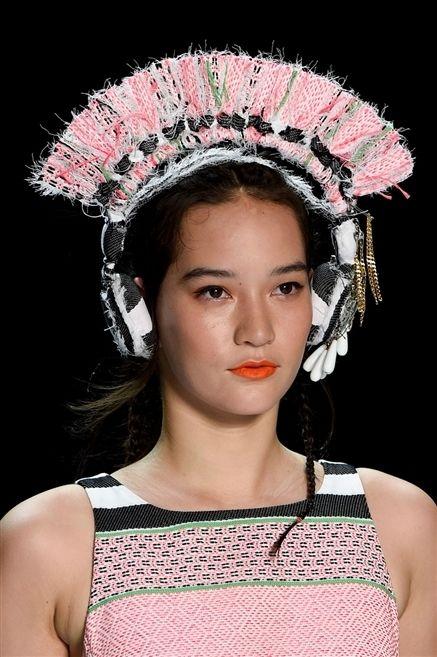 Lip, Skin, Sleeveless shirt, Headpiece, Headgear, Fashion, Neck, Beauty, Eyelash, Hair accessory,