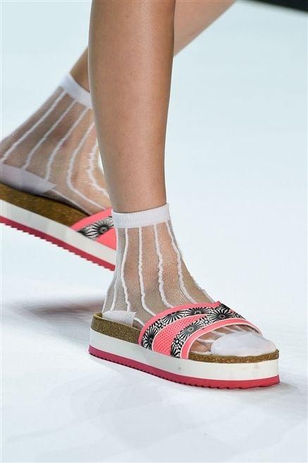 Human leg, Joint, Carmine, Fashion, Foot, Beige, Tan, Ankle, Calf, Peach,