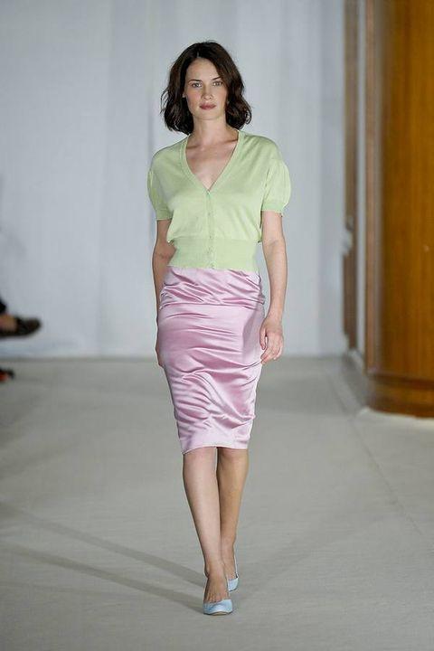 Sleeve, Shoulder, Human leg, Joint, Waist, Standing, Fashion show, Style, Fashion model, Knee,