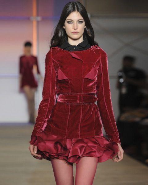 Sleeve, Shoulder, Dress, Red, Joint, Fashion show, Fashion model, One-piece garment, Fashion, Waist,