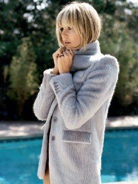 Human, Human body, Sleeve, Textile, Winter, Collar, Street fashion, Bangs, Beauty, Fur,