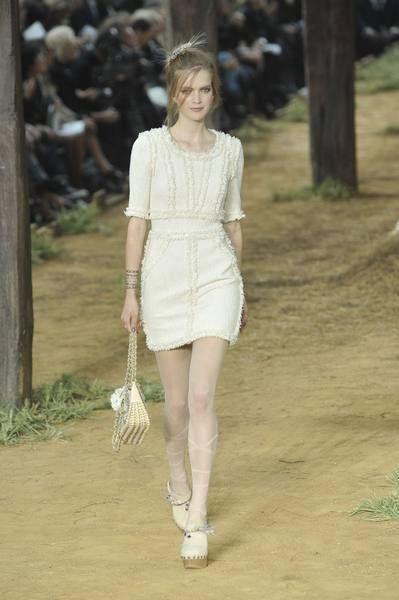 Shoulder, Dress, Joint, White, Style, Street fashion, Fashion, Waist, Day dress, One-piece garment,