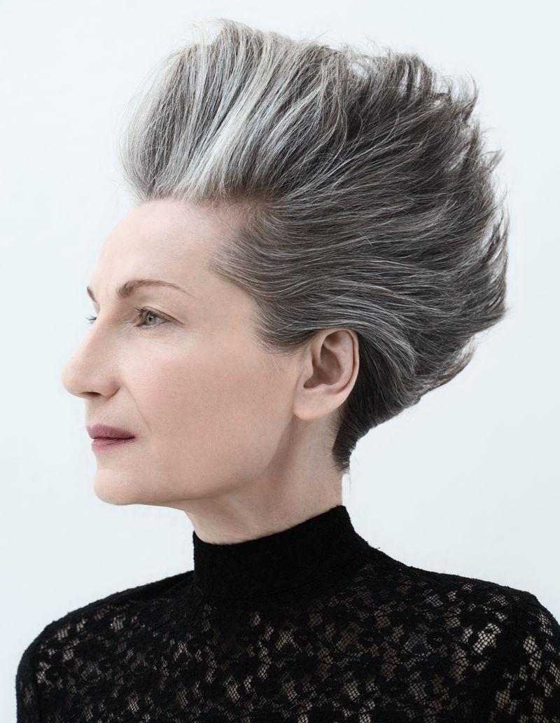 Nuovi tagli per capelli grigi e bianchi d9ae3366aad8
