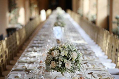 Bouquet, Flower, Petal, Cut flowers, Glass, Flower Arranging, Tablecloth, Linens, Floristry, Centrepiece,