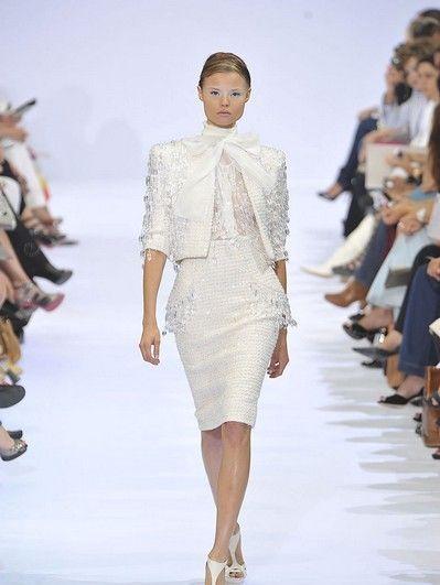 Fashion show, Runway, Shoulder, Joint, Fashion model, Style, Fashion, Waist, Neck, Street fashion,