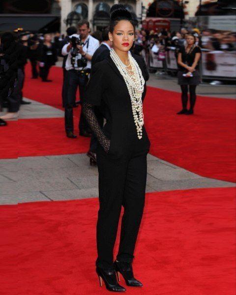 Coat, Trousers, Flooring, Shirt, Red, Suit, Outerwear, Carpet, Premiere, Style,