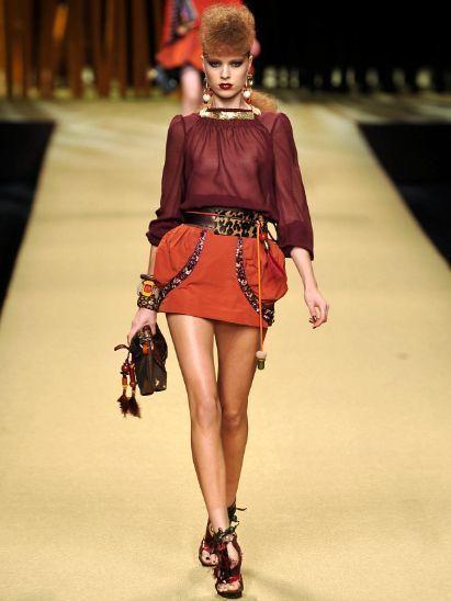 Shoulder, Human leg, Joint, Fashion accessory, Style, Waist, Fashion, Fashion model, Fashion show, Knee,