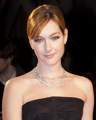 Ear, Lip, Hairstyle, Jewellery, Shoulder, Eyebrow, Eyelash, Earrings, Fashion accessory, Style,