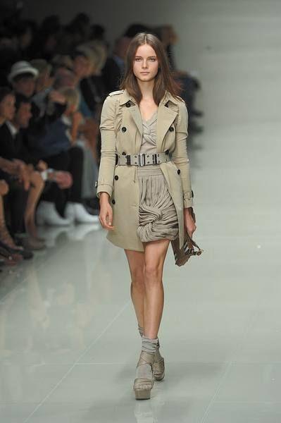 Clothing, Footwear, Head, Human, Leg, Brown, Fashion show, Human body, Shoulder, Human leg,