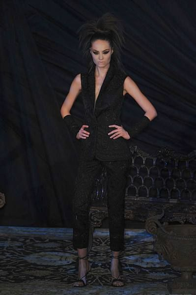 Human body, Style, Fashion model, High heels, Fashion show, Fashion, Knee, Street fashion, Model, Thigh,