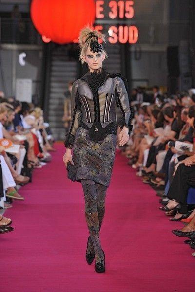 Footwear, Fashion show, Runway, Flooring, Outerwear, Carpet, Fashion model, Style, Fashion, Public event,