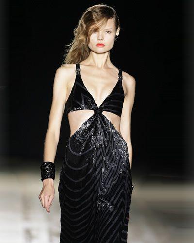 Clothing, Hairstyle, Shoulder, Fashion model, Waist, Style, Fashion show, Model, Brassiere, Fashion,
