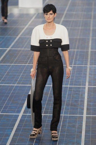Leg, Sleeve, Human body, Shoulder, Textile, Standing, Joint, Denim, Style, Floor,