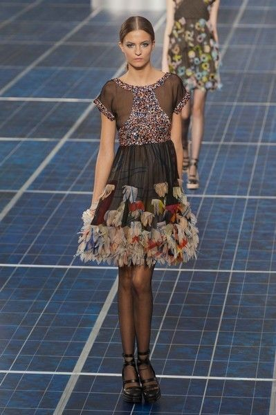 Clothing, Leg, Dress, Shoulder, Flooring, Human leg, One-piece garment, Style, Pattern, Day dress,