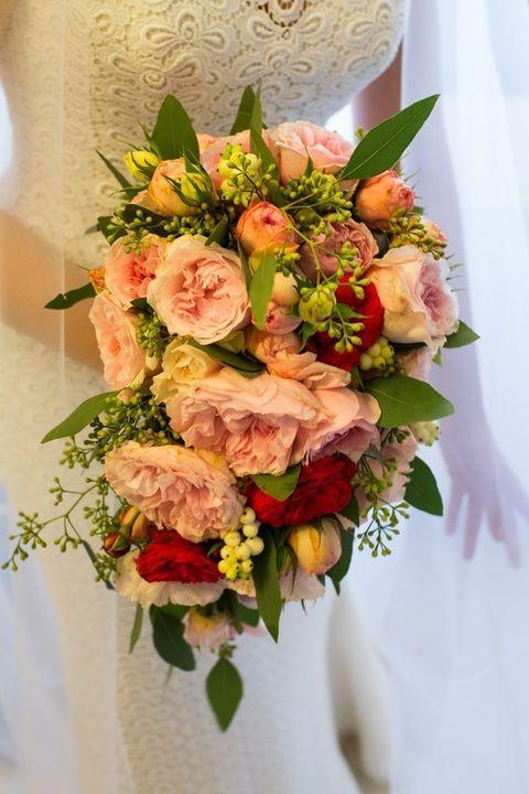 Bouquet, Petal, Flower, Cut flowers, Floristry, Flowering plant, Flower Arranging, Rose family, Floral design, Peach,