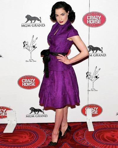 Dress, Flooring, Formal wear, Pink, Style, Magenta, Carpet, One-piece garment, Purple, Pattern,