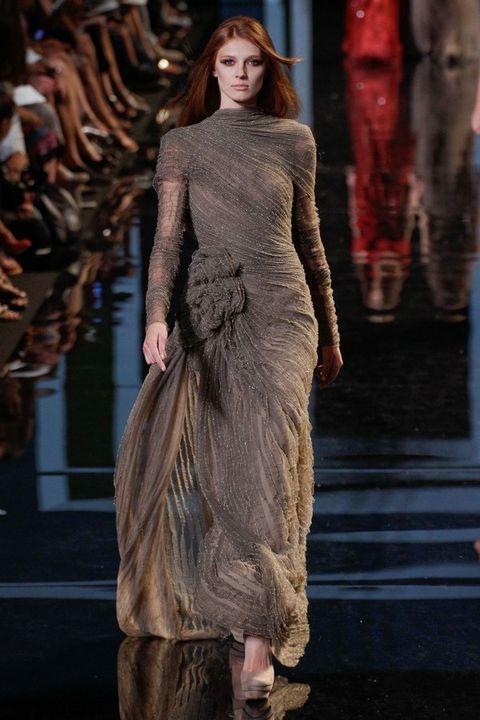 Shoulder, Fashion show, Dress, Style, Fashion model, Waist, Fashion, Runway, Model, One-piece garment,