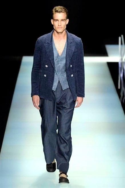 Fashion show, Runway, Shoe, Outerwear, Fashion model, Style, Formal wear, Fashion, Blazer, Model,