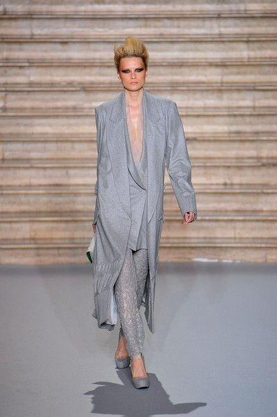 Sleeve, Human body, Shoulder, Joint, Outerwear, Collar, Style, Fashion show, Blazer, Fashion,