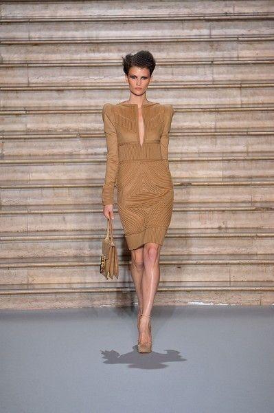 Human, Sleeve, Human body, Shoulder, Joint, Waist, Human leg, Fashion model, Fashion, Neck,
