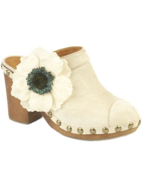 Brown, Shoe, Costume accessory, Tan, Beige, Artificial flower, Still life photography, Body jewelry, Boot, Natural material,
