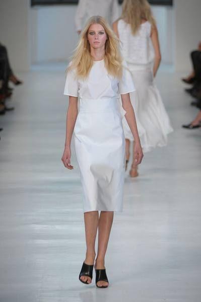 Clothing, Footwear, Fashion show, Event, Shoulder, Human leg, Joint, White, Formal wear, Runway,