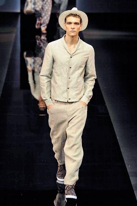 Sleeve, Collar, Hat, Standing, Shoe, Style, Street fashion, Fashion show, Sun hat, Fashion,