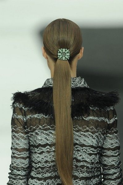 Brown, Hairstyle, Textile, Style, Black, Wool, Beige, Fawn, Liver, Woolen,