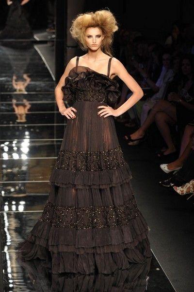 Clothing, Hairstyle, Dress, Style, Fashion model, Formal wear, Fashion show, Gown, Fashion, One-piece garment,
