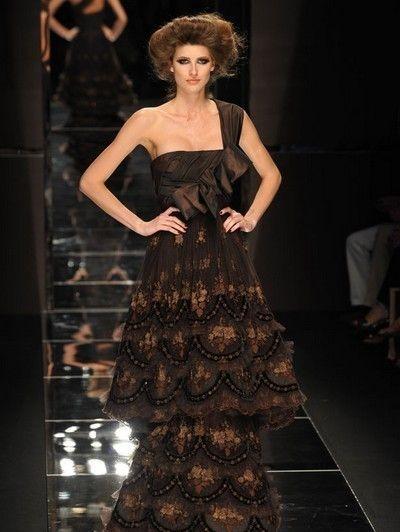 Fashion show, Dress, Shoulder, Fashion model, Style, Runway, One-piece garment, Formal wear, Waist, Gown,
