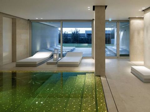 Floor, Architecture, Glass, Property, Interior design, Flooring, Tile, Wall, Room, Ceiling,