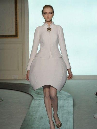 Leg, Dress, Sleeve, Human leg, Shoulder, Joint, Standing, One-piece garment, Formal wear, Style,