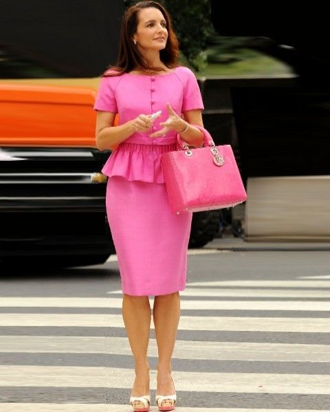 Clothing, Shoulder, Joint, Human leg, Magenta, Pink, Bag, Style, Street fashion, Fashion accessory,