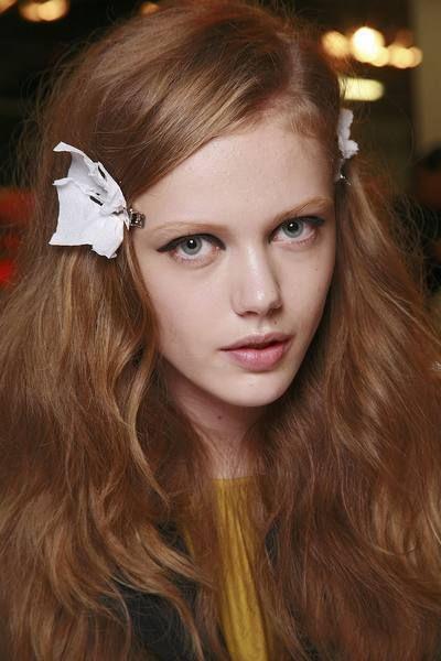 Lip, Brown, Hairstyle, Chin, Forehead, Eyebrow, Eyelash, Style, Brown hair, Beauty,