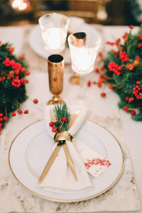 Petal, Carmine, Party supply, Cut flowers, Drinkware, Floristry, Flower Arranging, Floral design, Ribbon, Dishware,
