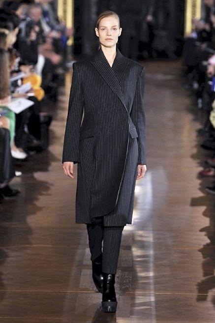 Human body, Fashion show, Coat, Outerwear, Runway, Fashion model, Style, Street fashion, Fashion, Jacket,