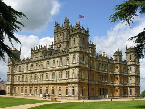 Grass, Facade, Building, Flag, Landmark, Palace, Manor house, Official residence, Mansion, Stately home,