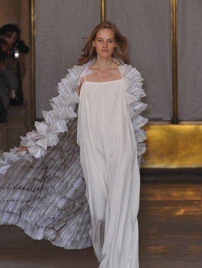 Shoulder, Textile, Formal wear, Gown, Dress, Fashion, Fashion model, Long hair, Wedding dress, Haute couture,