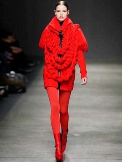 Lip, Fashion show, Sleeve, Shoulder, Red, Human leg, Joint, Runway, Style, Fashion model,