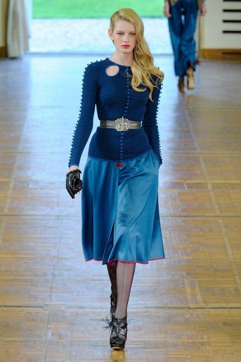 Blue, Sleeve, Flooring, Floor, Textile, Joint, Style, Waist, Fashion accessory, Electric blue,