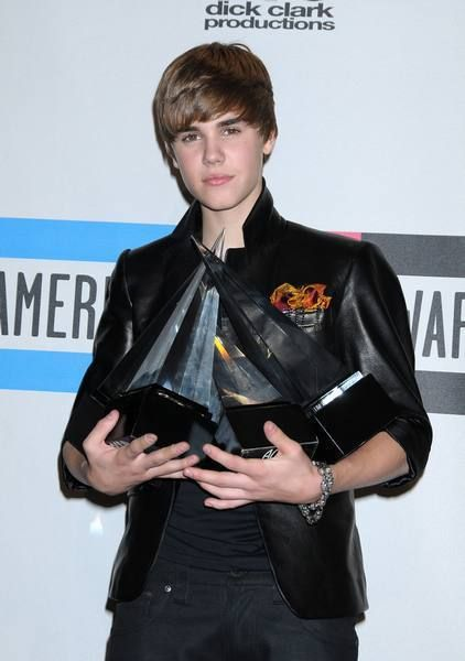 Arm, Collar, Hand, Dress shirt, Style, Bangs, Jacket, Blazer, Leather, Pocket,