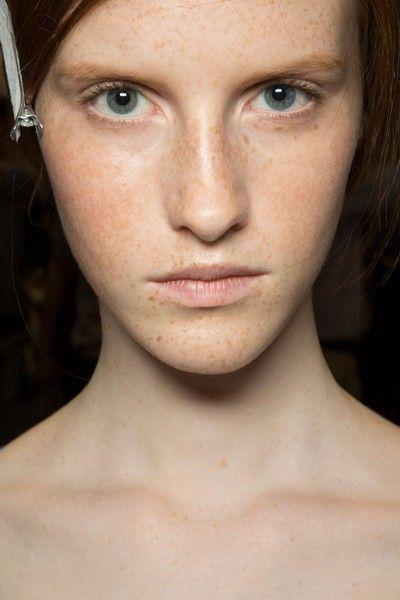 Lip, Cheek, Skin, Eye, Chin, Forehead, Shoulder, Eyebrow, Eyelash, Joint,