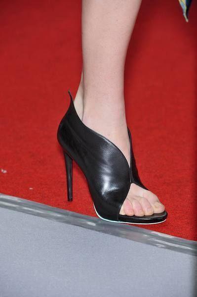 Footwear, Human leg, Red, Joint, High heels, Pink, Basic pump, Sandal, Carmine, Fashion,