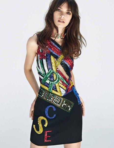 Sleeve, Shoulder, Joint, Standing, Dress, One-piece garment, Waist, Style, Day dress, Beauty,