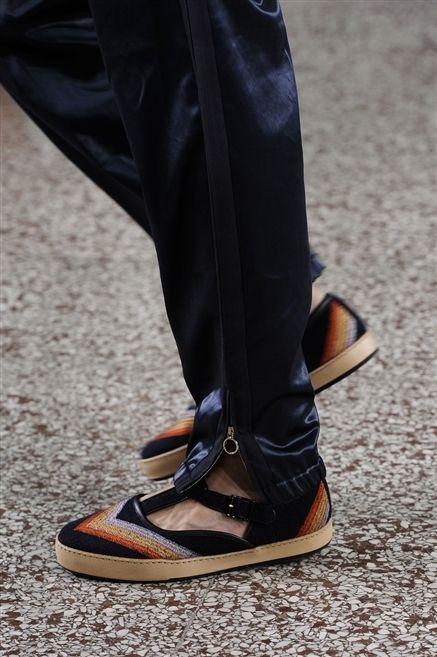 Footwear, Brown, Human leg, Street fashion, Tan, Fashion, Leather, Beige, Dress shoe, Pocket,
