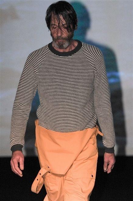 Human body, Sleeve, Joint, Standing, Facial hair, Waist, Beard, Fashion, Khaki pants, Pocket,