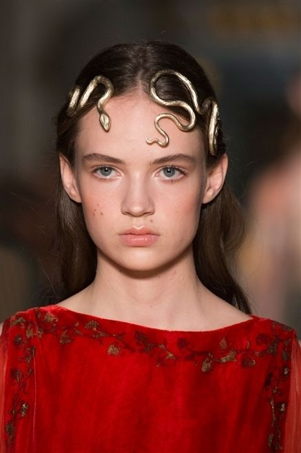 Ear, Lip, Hairstyle, Forehead, Eyebrow, Eyelash, Style, Iris, Beauty, Neck,