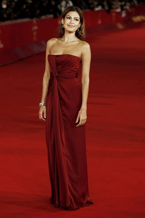 Hairstyle, Flooring, Shoulder, Dress, Red, Textile, Joint, Formal wear, Carpet, Style,