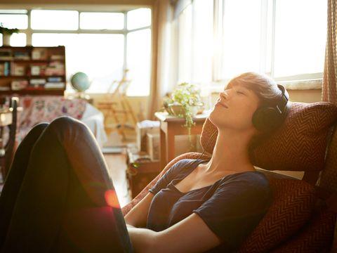 Lighting, Comfort, Sitting, Interior design, Sunlight, Houseplant, Window treatment, Shelf, Daylighting, Lamp,
